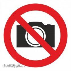 """Draudžiamasis saugos ženklas """"Draudžiama filmuoti ir fotografuoti"""""""