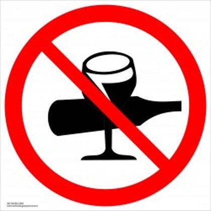 """Draudžiamasis saugos ženklas """"Draudžiama įnešti, įvežti, vartoti alkoholinius gėrimus""""."""