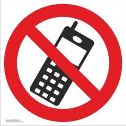 """Draudžiamasis saugos ženklas """"Draudžiama naudotis telefonu""""."""